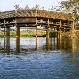 Cây Cầu Ngói hơn 240 năm tuổi ở Thừa Thiên Huế.
