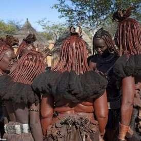 Bộ Lạc Nguyên Thủy ở Châu Phi: Phụ Nữ Không Bao Giờ Mặc Áo, Cả Đời Không Tắm